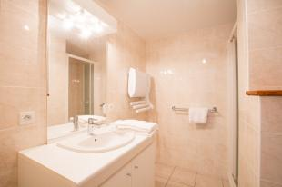 Studio with bathroom, shower and WC