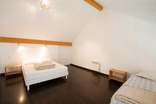 Large room in studio in Annecy lake
